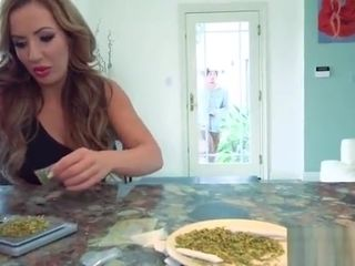 Play In Front Of Cam With Big Tits Housewife (Richelle Ryan) mov-21
