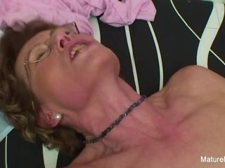 Mature tramp Gives A frigs Up To His pounding abilities - Mature'NDirty