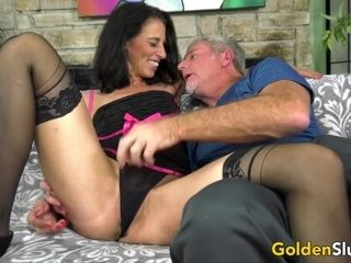 Mature fucky-fucky industry star Keli Richards Has spunky fucky-fucky with an older fellow