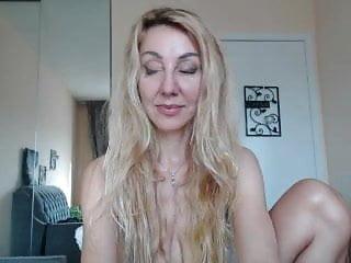Phat poon blondie showcases off on web cam