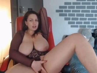Humungous cougar fingerfucking her taut puss on web cam