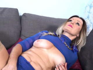 Bodacious cougar Mia gets her coochie doused and prepared