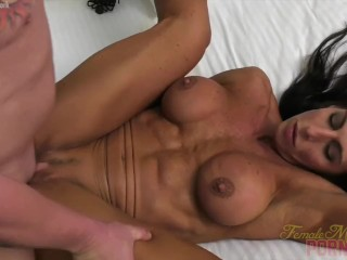 Nude dame Bodybuilder Briana pounds Her bf