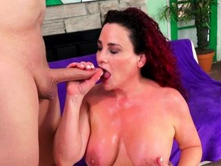 Getting sloppy with Mature Amanda Ryder