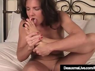 Texas milf Deauxma Gets nude & showcases Off Her Feet & feet
