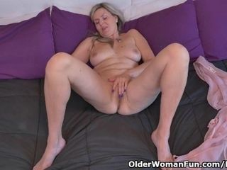 Canadian cougar Velvet Skye needs to grope one out