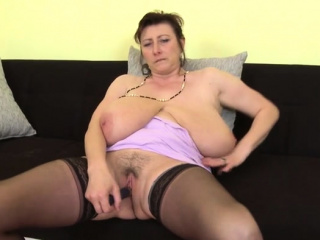 Dark haired cougar faux-cock with jizz flow