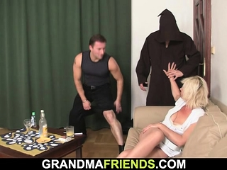 Steamy three-way fucky-fucky with blondie mature doll