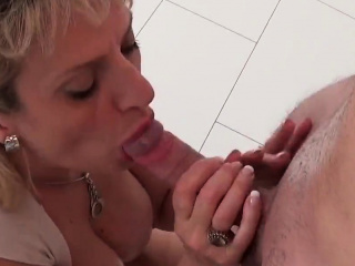 Hotwife brit mature gill ellis flashes her ample kn