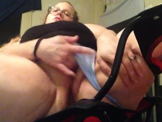Wifey makes herself burst while spouses away