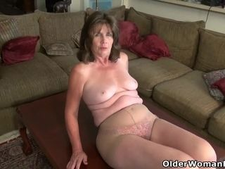 Yankee gilf Kelli begins frolicking her fur covered beaver