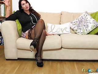 EuropeMaturE Solo Mature gal and Her wishes