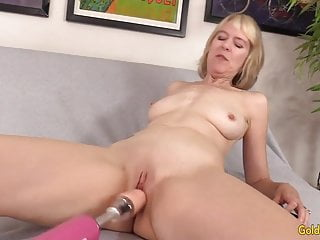 Brit grandmother Jamie nourish loves Orgasmic Machine humping
