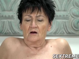 Brief hair Anastasia plunges older vulva with ample man sausage