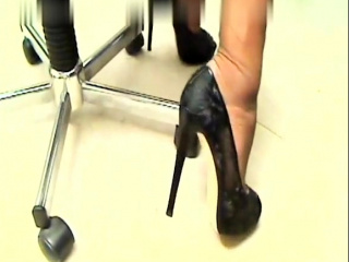 Beautiful Brunnette sole taunt sole worship