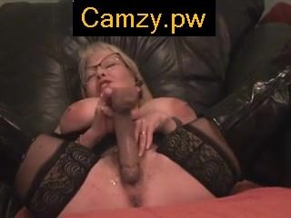 Camzy.PW - Sexy MILF on webcam