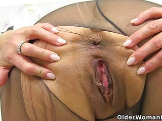 Brit cougar Amber Leigh bangs herself with a fake penis