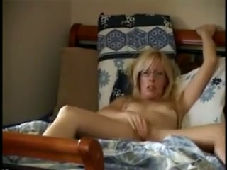 This filthy ejaculation cougar is losing manage of her figure