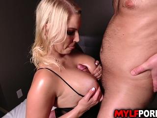Hot fuck massage for MILF queen Vanessa Cage