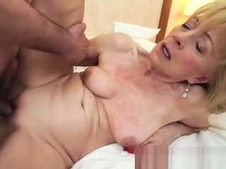 Szuzanne getting her older cooter fucked deeply by Leslie Taylor