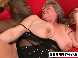 Mature plumper is prepped for that bbc