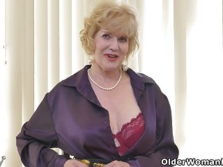 American gilf Sindee Dix resoluteness carry on you what she likes best clothes